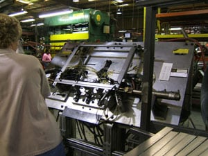 Expert Operating a Metal Fabricating Machinery